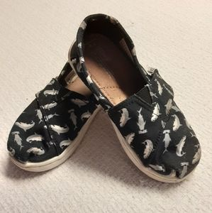 Toms Shark crosshatch youth shoes 2